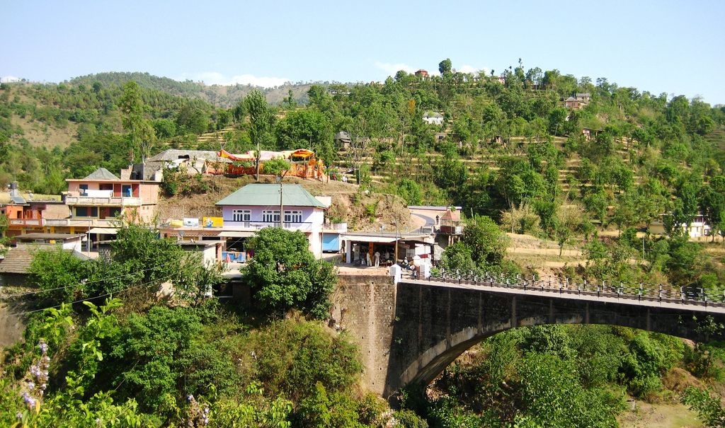 Route vers Mandi - Inde ©Wikimedia Commons