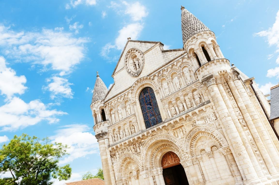 Eglise Notre-Dame, Poitiers - France ©iStock